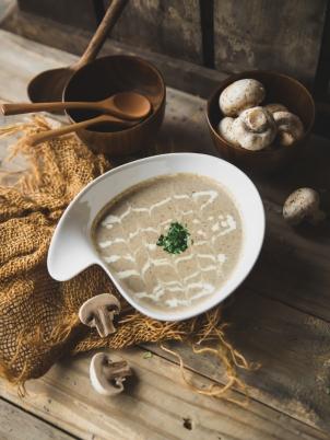 foodiesfeed.com_creamy-mushroom-soup