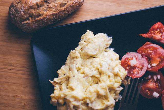 scrambled-eggs-2619907_640